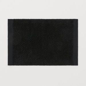 H&M HOME BATHROOM RUG IN BLACK
